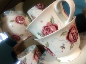 rose_and_bee_teacups