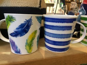 feather_and_striped_mugs
